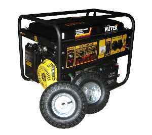 Бензиновый генератор Huter DY6500LX (5 кВт) с колесами и аккумулятором